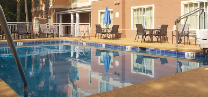 POOL OPEN! Vacation awaits! Comfy Unit! Parking!