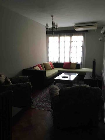 Maadi Greatest Location, 3-BR 2-Baths