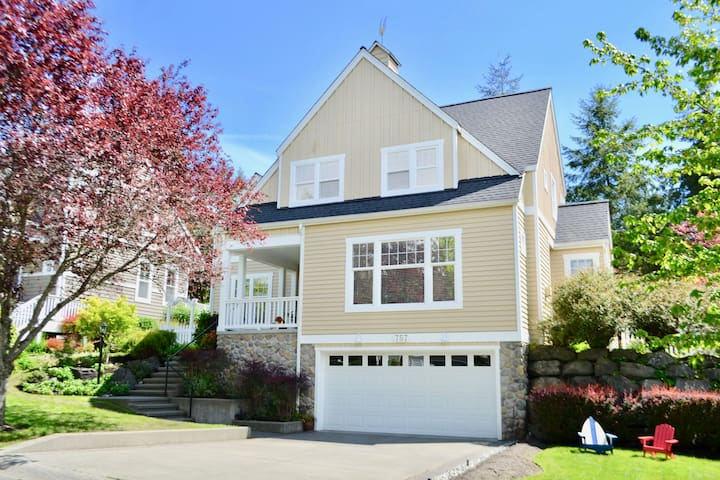 Clean Large Cape Cod Style, Walk To Town & Ferry