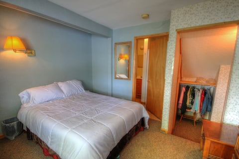 Glenmoore Lodge Room 6