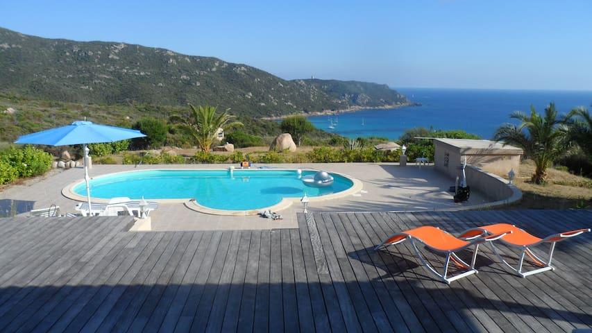 Villa piscine vue imprenable mer