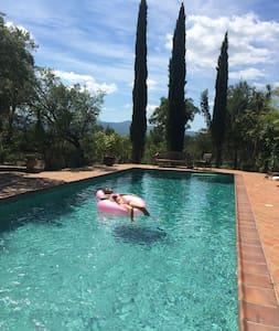Superb Provençal Villa on large protected domain