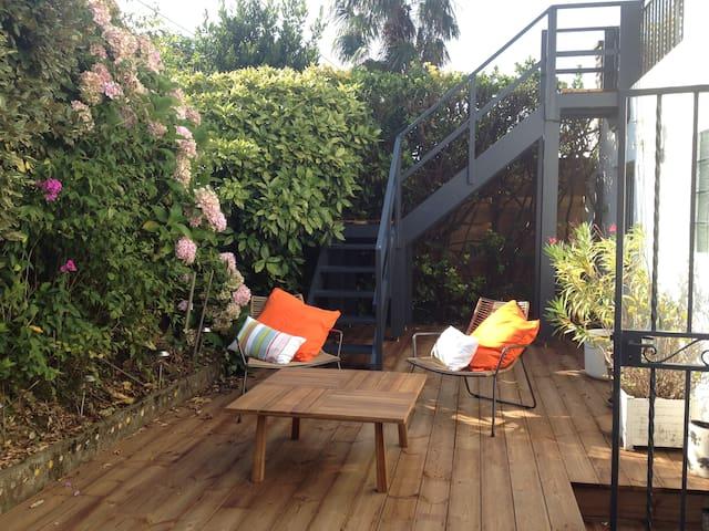 Chambre indépendante avec terrasse