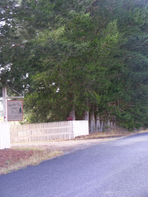 Entry to Quamby Pines B&B coming from Deloraine