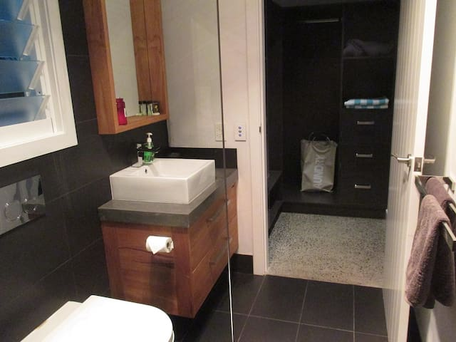 ensuite and walk in
