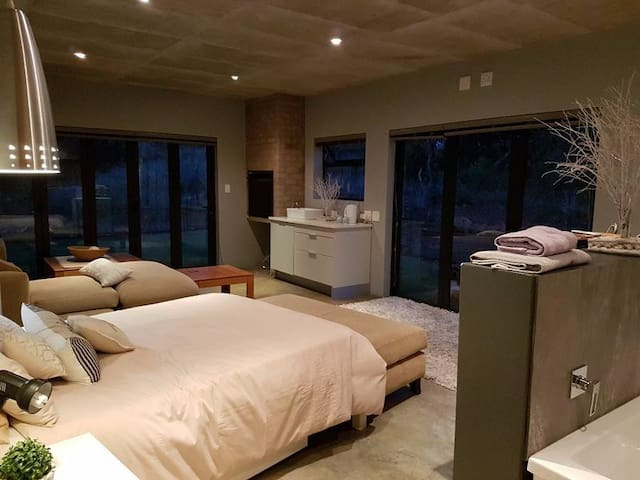 Sable Hills Waterfront & Bushveld Accomodation - Roodeplaat - House
