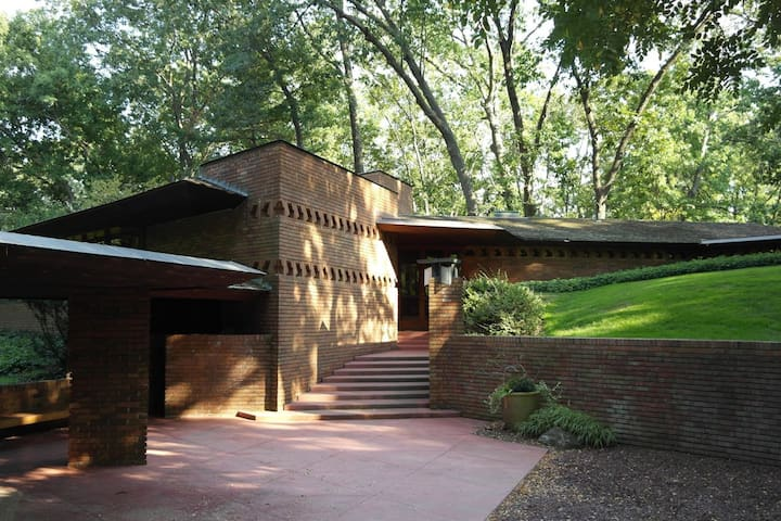 Frank Lloyd Wright Secluded Home