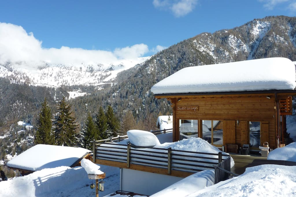 Sunshine & snow with fantastic mountain views