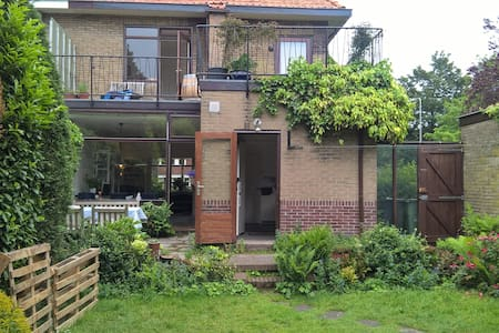 Semi-detached family home, near beach and city - Heemstede