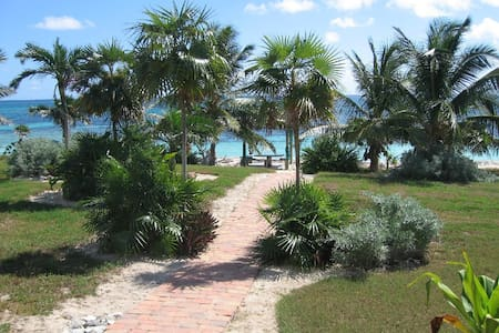 LUXURIOUS OCEANFRONT ON 4 ACRES - Port Howe