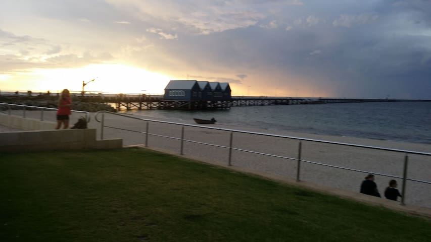 Private room- beautiful Busselton!