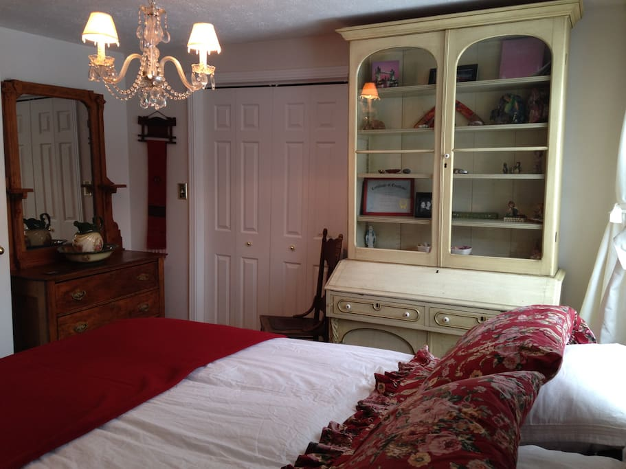 Compass Rose Elegance Queen Bed And Breakfasts For