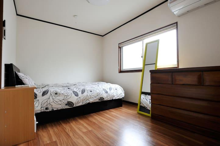 2nd floor bedroom, 二樓洋式睡房
