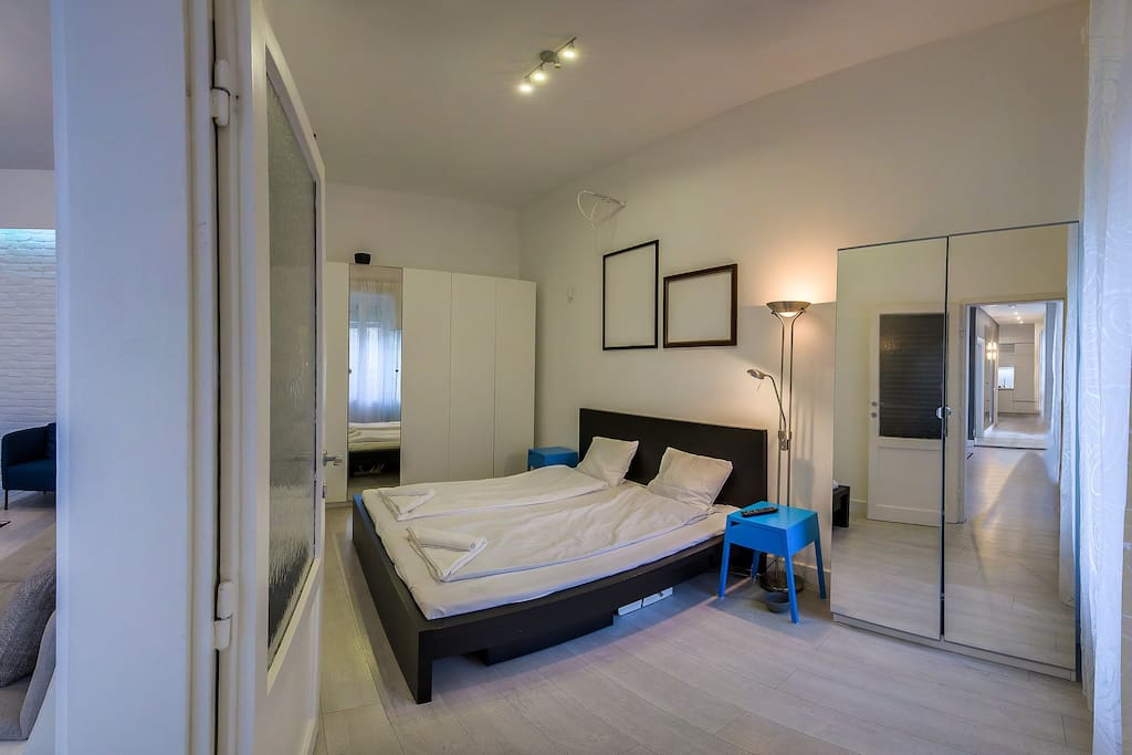 Spacious bedroom with super comfortable mattress
