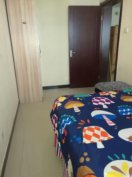 卧室柜子和门