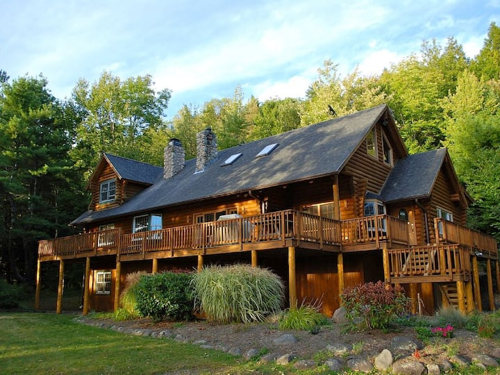 One of a Kind Log Cabin Minutes to Windham, Hunter