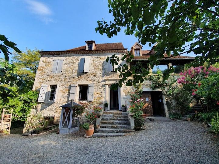 Maison de charme et tradition en plein Quercy