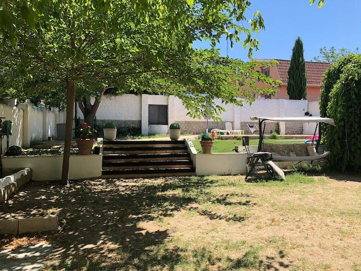 Casa con parcela 600m2 y piscina privada