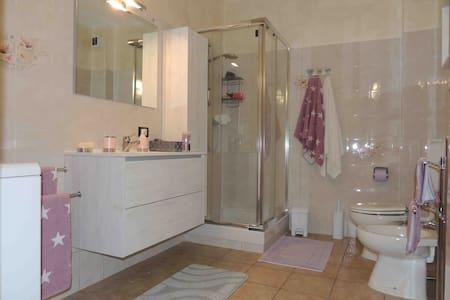 accogliente appartamento 84 m.q. a Roisan - Aosta - Roisan - Apartment