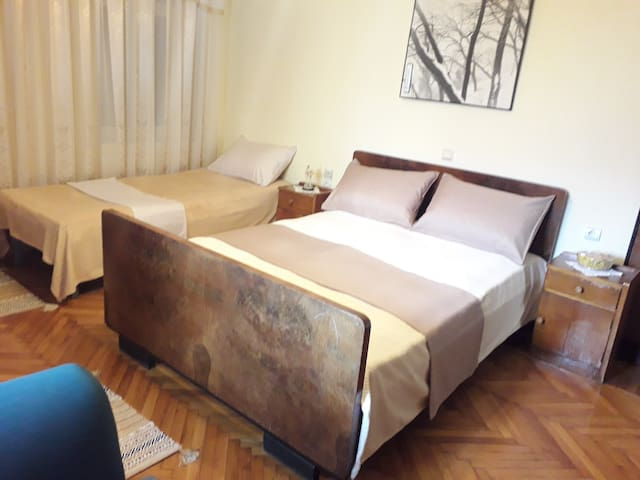 Guest House Qendro Triple Room