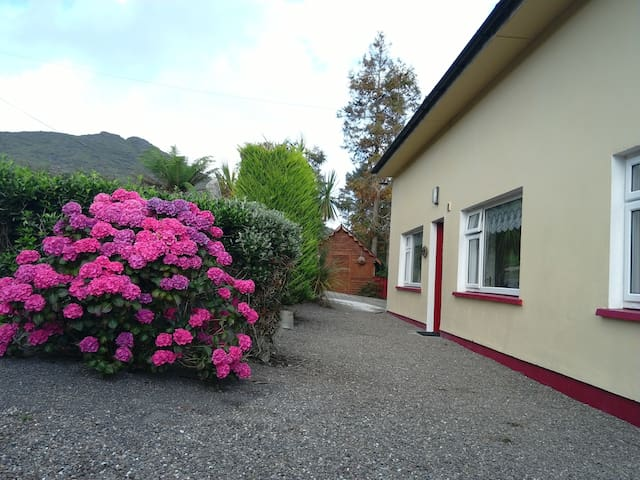 Ellie's cottage.lauragh.beara peninsula.