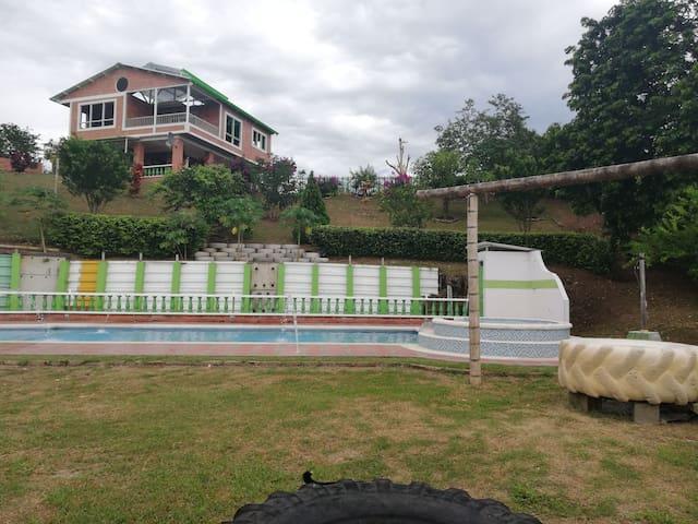Casa campestre con mucha naturaleza