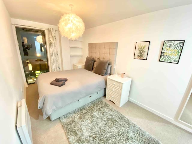 Stylish Manchester City Centre 2BD + Free Parking