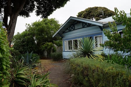 Spacious Pohutukawa Villa - Huis