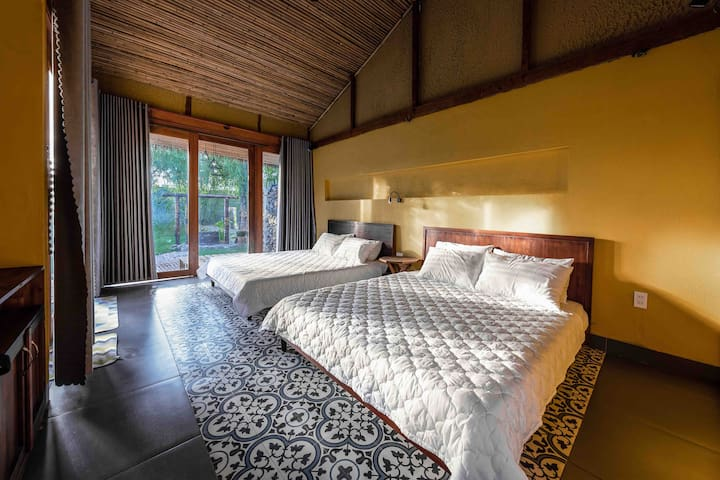 The bed room with 2 queen beds for 4 person, garden view