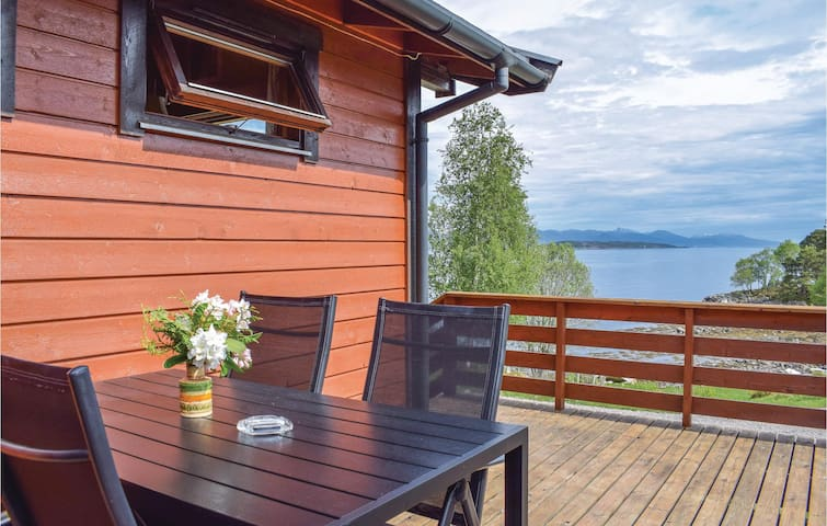Holiday cottage with 2 bedrooms on 53m² in Fiksdal