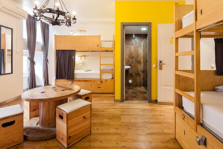 Yes! Lisbon Hostel 6 Bed Mixed Dorm Ensuite