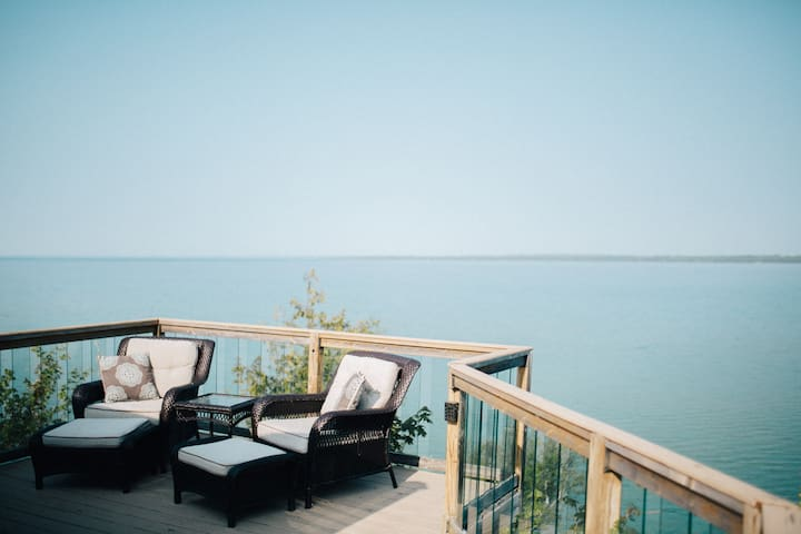 Private waterfront apartment with supreme views - Suttons Bay - Leilighet