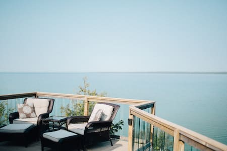 Private waterfront apartment with supreme views - 서튼스 베이(Suttons Bay)