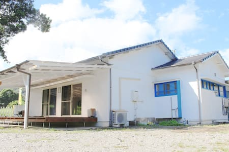 guesthouse NAMIMACHI (3人部屋) お倉ヶ浜・金ヶ浜アクセス抜群!30歩で海!