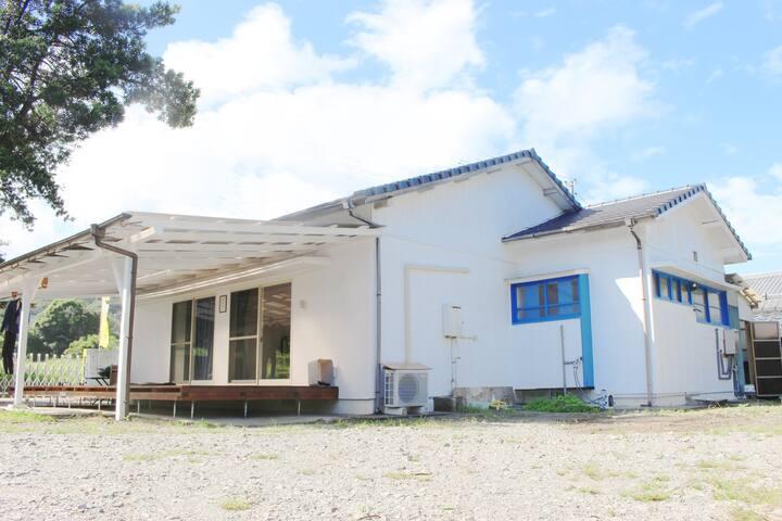 guesthouse NAMIMACHI お倉ヶ浜・金ヶ浜アクセス抜群!徒歩30歩でサーフィン!