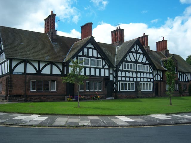 19th Century House in Port Sunlight, Wirral - Port Sunlight - House