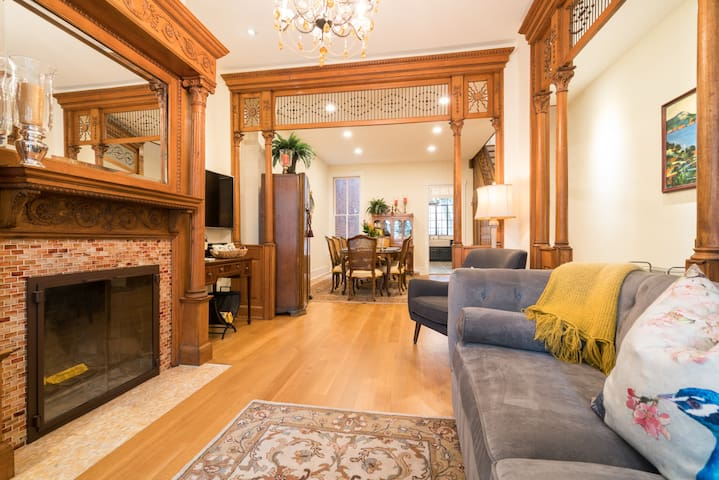 1898 Capitol Hill Row House, All Original Woodwork!