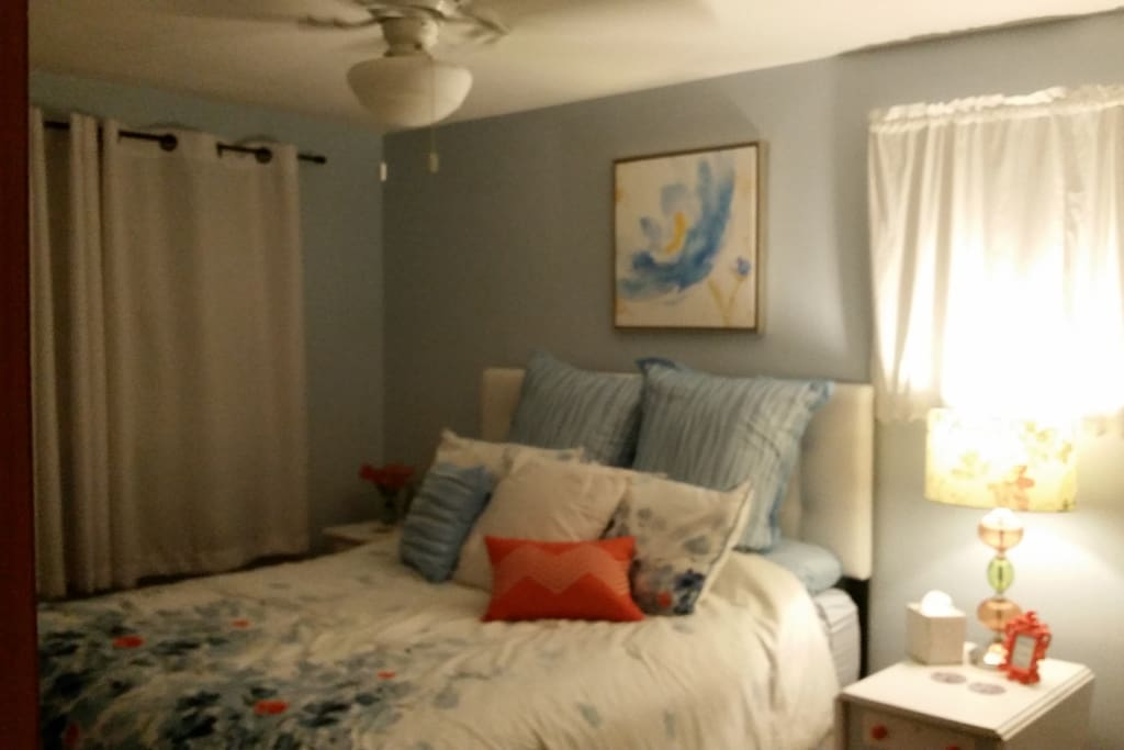 Queen size bed and ceiling fan.