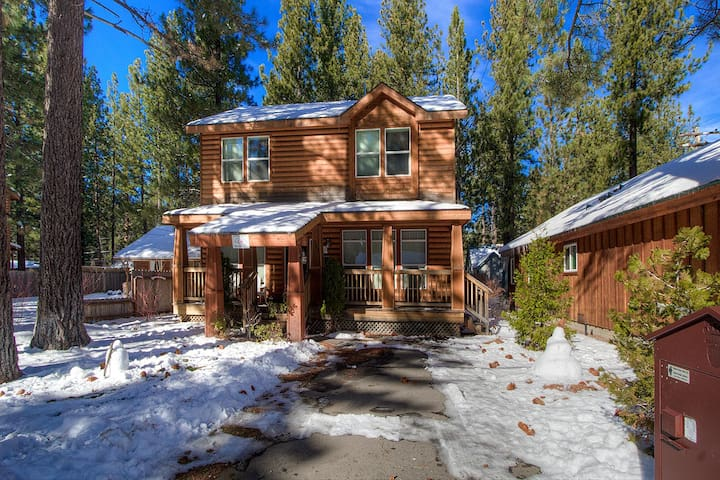 Home with Hot Tub Just 2 Blocks from Beach - City of South Lake Tahoe - Rumah