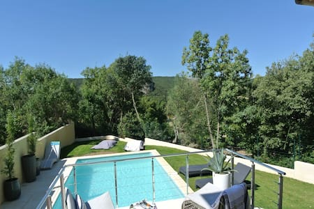 Stylish renovated villa with pool & stunning views - Vailhan - Villa