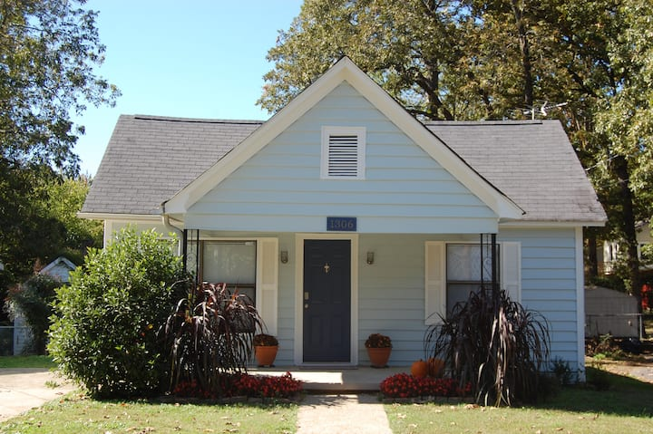 SkyBlue Cottage - Walk to Oaklawn Racing Casino