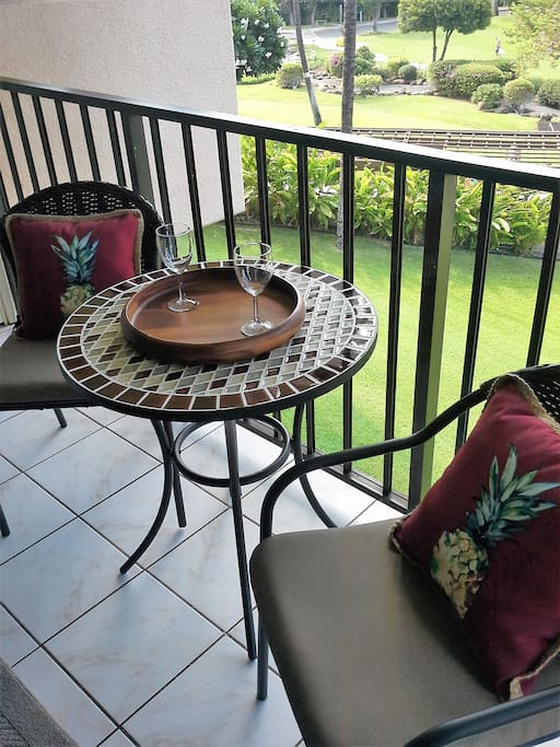 Lovely lanai - perfect for morning coffee or toasting the sunset