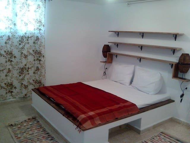 Petit studio en rez de jardin - Tunis