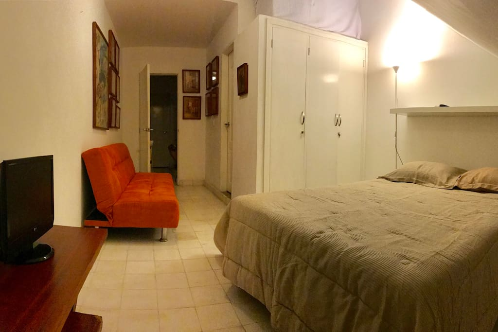 Room fully equipt with AC, Wifi, Private Bathroom, closet, Bed for 2 people.