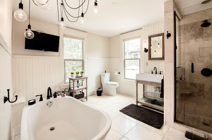 Studio 555 - Designer Two Bedroom Apartment