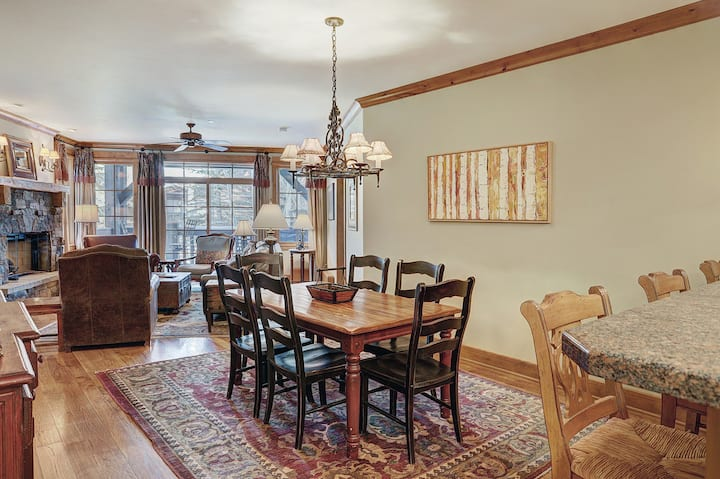 Luxurious 2 Bedroom Condo 50 Feet From The Slopes!