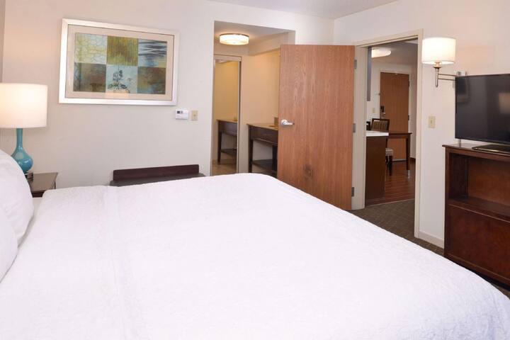 Fancy Suite Double Bed One Bedroom  At Pueblo Area