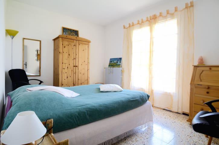 Chambre ensoleillée Gréoux les Bains avec balcon . - Gréoux-les-Bains - Leilighet