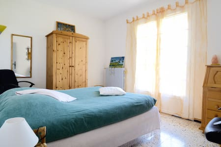 Chambre ensoleillée Gréoux les Bains avec balcon . - Gréoux-les-Bains