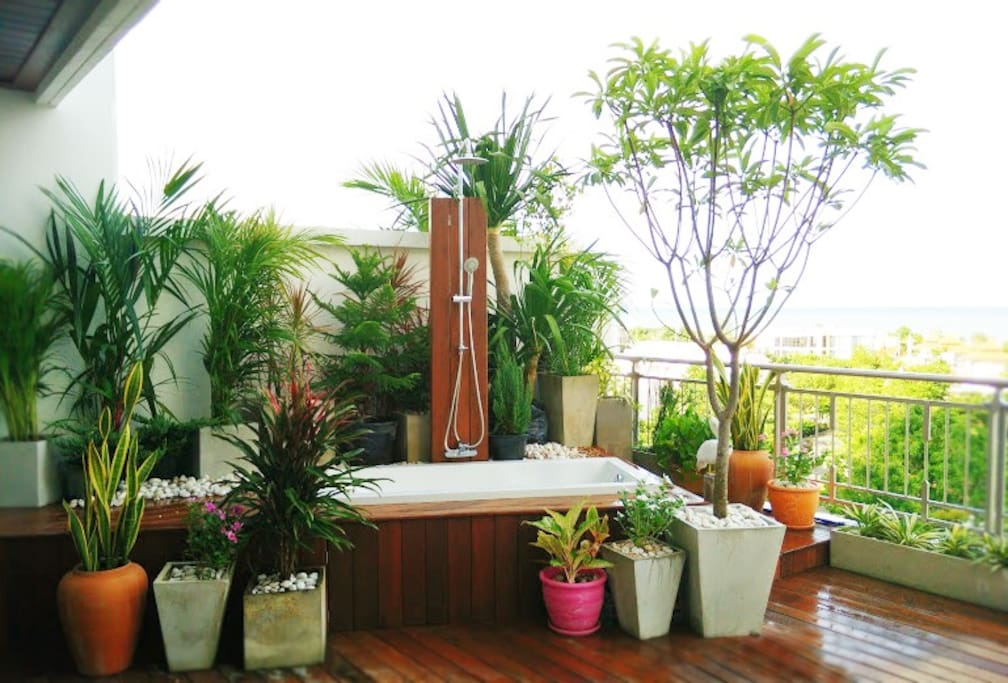 Outdoor Jacuzzi with 40sqm terrace